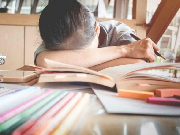 Học thêm nhiều nhưng không đúng sẽ gây áp lực và sự mệt mỏi cho học sinh