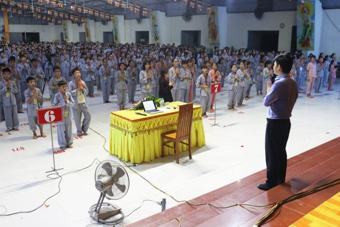 Hơn 1.000 học sinh lắng nghe bài chia sẻ về sự thấu hiểu của chuyên gia Đỗ