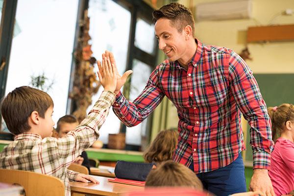 Novateen kết giảng dạy văn hóa và kĩ năng mềm cho Học sinh THCS (Ảnh minh họa)