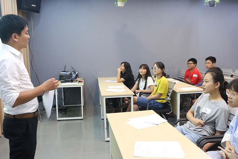 Học trò cưng là hay ngồi bàn đầu