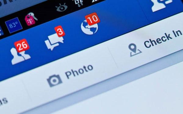 Kết bạn facebook với giáo viên nên hay không nên?