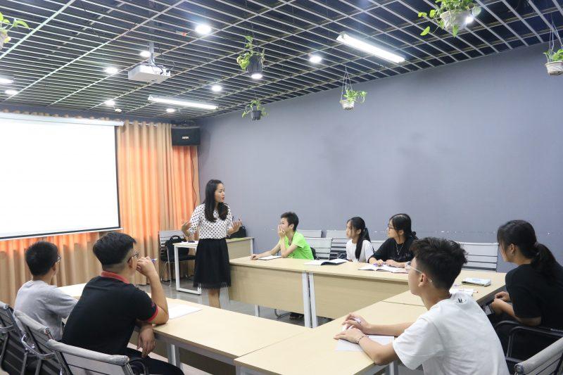Lớp học ôn luyện thi của trung tâm NovaTeen hạn chế số lượng học sinh để đảm bảo chất lượng