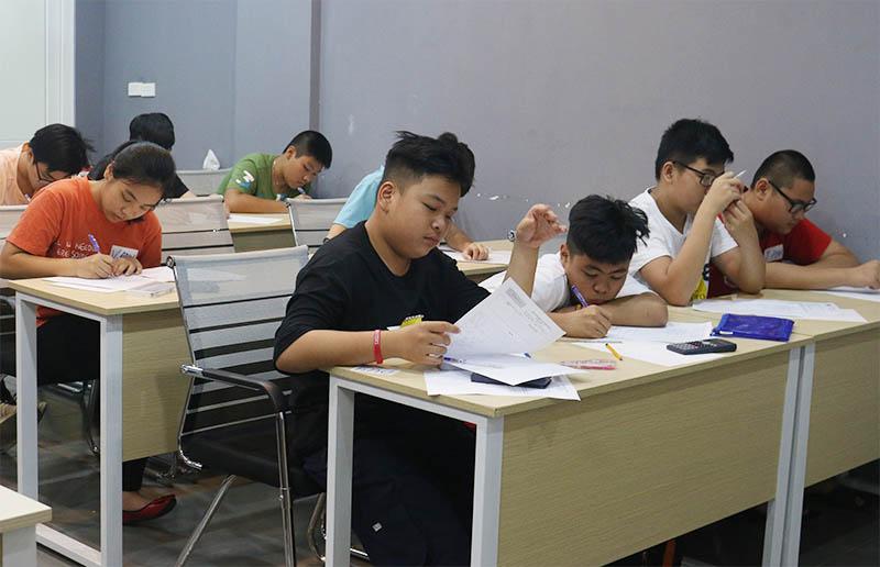 Gia sư vào lớp 10 cần tìm những trung tâm uy tín như Novateen