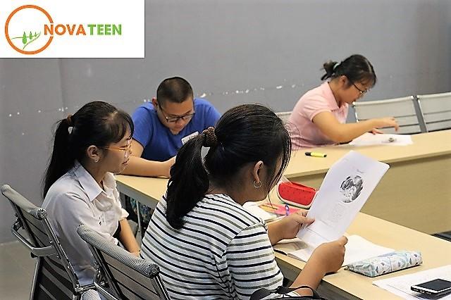 Lớp tiếng Anh Novateen luôn chú trọng luyện đề theo dạng bài cho học sinh ôn thi vào cấp 3