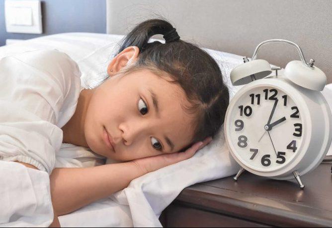 Mất ngủ sẽ ảnh hưởng không tốt đến trí nhớ của con bạn