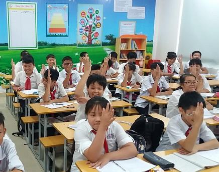 Bí quyết học giỏi môn Văn lớp 8 là phải hăng hái phát biểu ý kiến và đặt câu hỏi ngay treenn lớp
