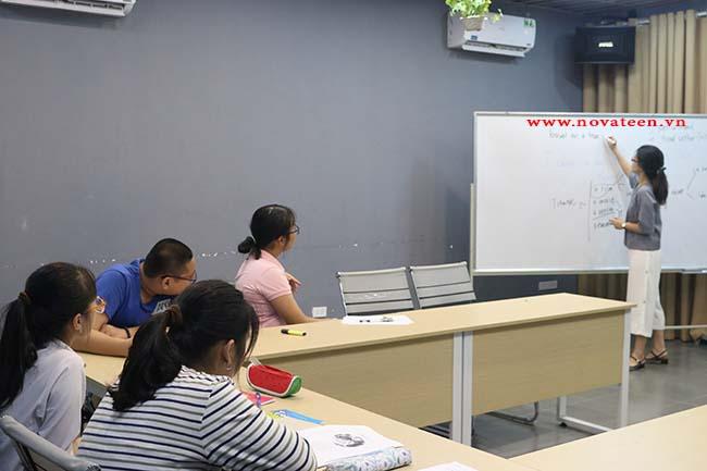 Lớp học môn tiếng Anh lớp 8 tại NovaTeen