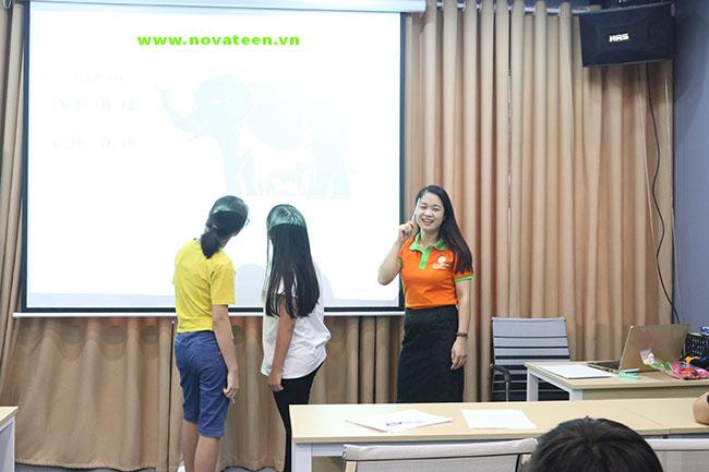 Lớp học thêm môn tiếng Anh tại NovaTeen luôn trực quan
