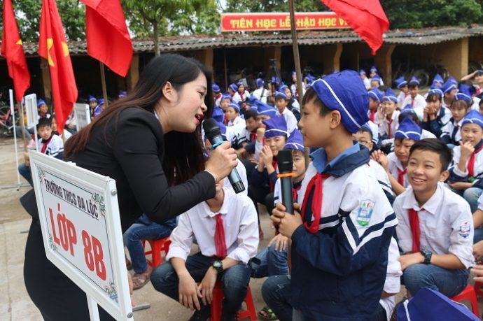 Chuyên gia Thu Hiền giao lưu cùng học sinh trường THCS Đa Lộc
