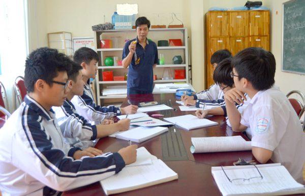Ôn luyện với chương trình cam kết chất lượng đào tạo giúp học sinh tiến bộ, phụ huynh yên tâm.