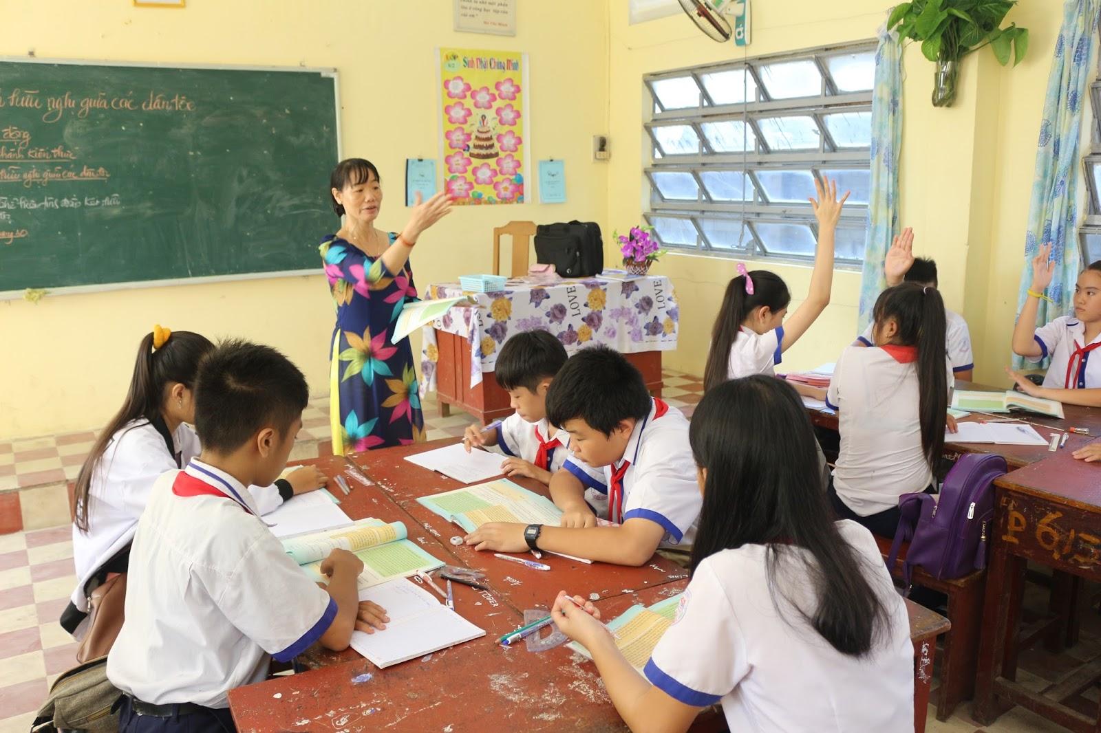 Việc học ở trường kết hợp ôn luyện thêm sẽ mang lại hiệu quả học tập tốt hơn, nhất là với những học sinh có học lực trung bình khá.