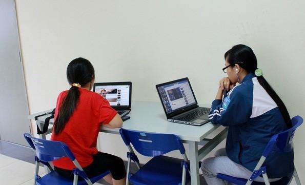 Khi trẻ em tự vui chơi ở nhà sẽ dễ dàng nghiện các mạng xã hội.