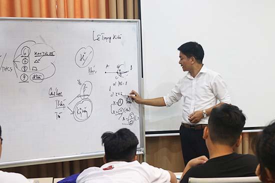 Một lớp ôn luyện môn Toán tại Trung tâm dạy tốt NovaTeen
