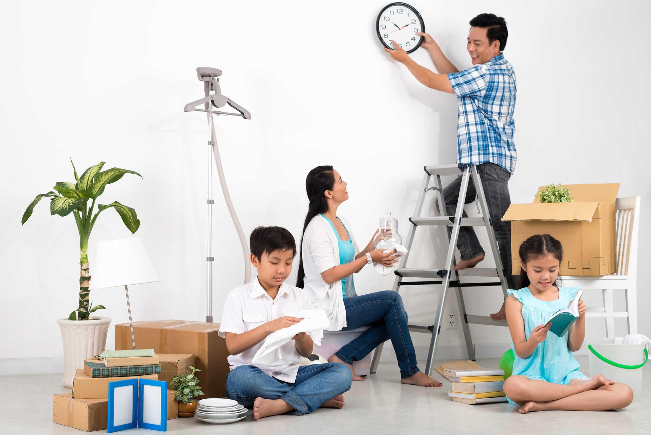 Dọn dẹp nhà cửa để có một không gian sống mới.